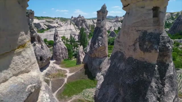 vídeos de stock e filmes b-roll de tracking shot of structures built inside old rocks - exposto ao ar