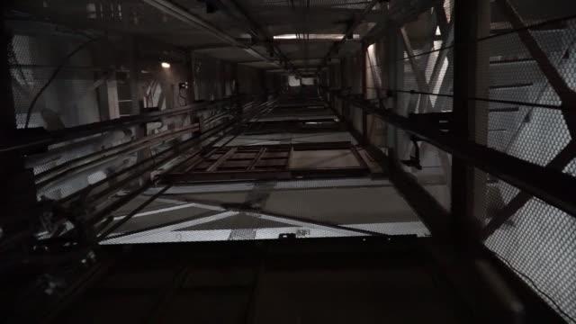 vidéos et rushes de tracking shot of the coal shaft elevator at the pavlogradska coal preparation plant, operated by dtek holdings bv, in pavlograd, ukraine, on friday,... - ukraine