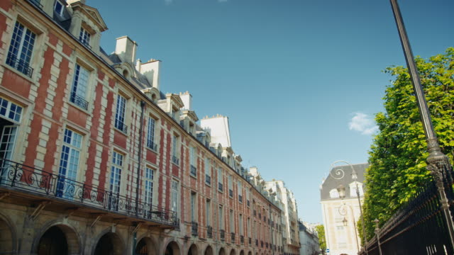 Tracking shot of the facades surrounding the Place des Vosges