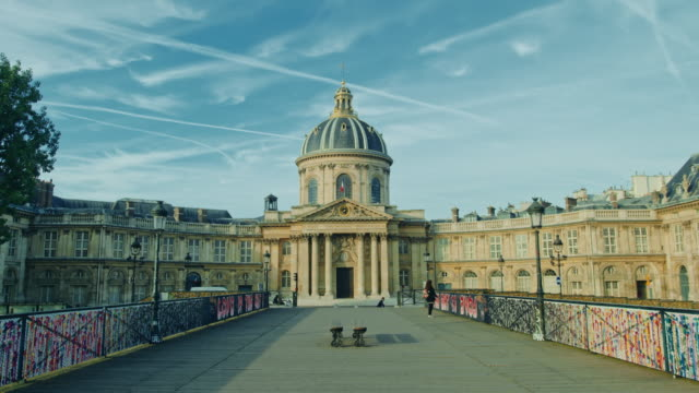 vidéos et rushes de tracking shot of the institut de france from the pont des arts - dolly shot