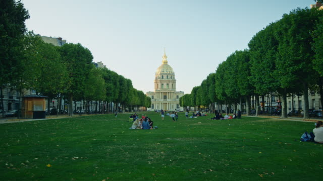 vidéos et rushes de tracking shot of the invalides gold-domed church - dolly shot