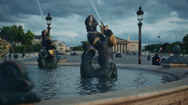 Tracking shot of the Place de la Concorde fountain at sunset