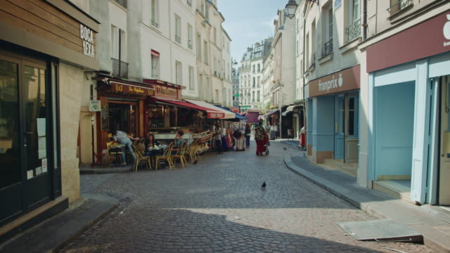 Tracking shot of the Rue Mouffetard