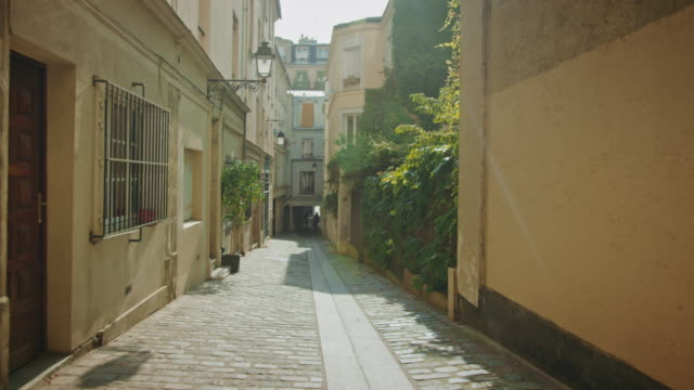 vidéos et rushes de tracking shot of typical paris streets - dolly shot