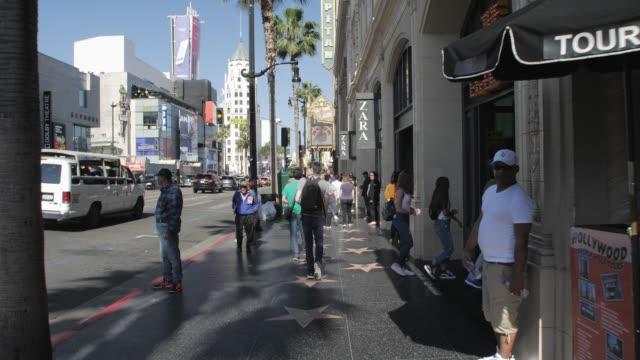 vídeos de stock e filmes b-roll de tracking shot of walk of fame on hollywood boulevard, hollywood, los angeles, la, california, united states of america, north america - hollywood walk of fame