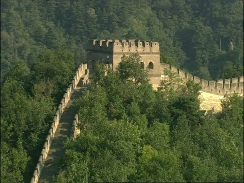 tracking shot over great wall of china, mutianyu, china - mutianyu stock videos & royalty-free footage