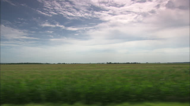 tracking shot past fields of crops in iowa.  - zugperspektive stock-videos und b-roll-filmmaterial