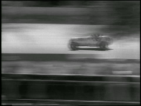 b/w 1933 tracking shot race car speeding along track in indianapolis 500 - 1933 stock videos & royalty-free footage
