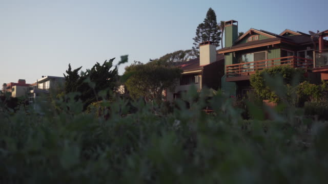 Tracking shot, scenic homes in California