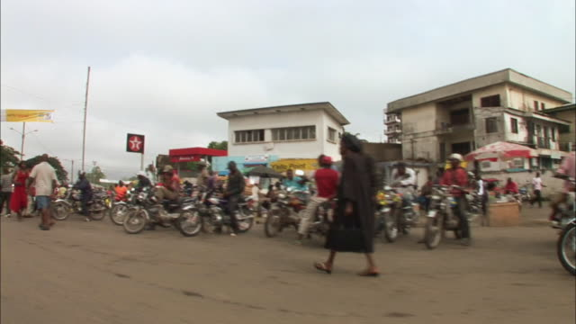 """""""tracking shot through the city of doula, cameroon"""" - non urban scene stock-videos und b-roll-filmmaterial"""