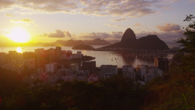 Tracking shot with lens flare of Rio.