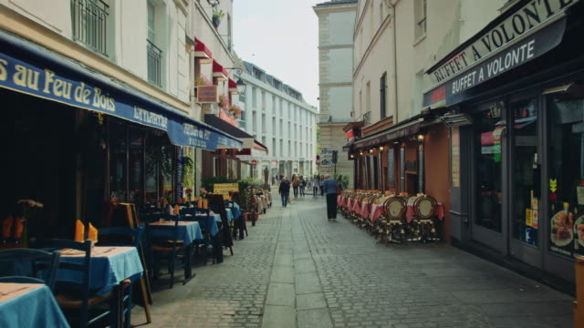 vidéos et rushes de tracking shots of old streets near the mouffetard area - paris france