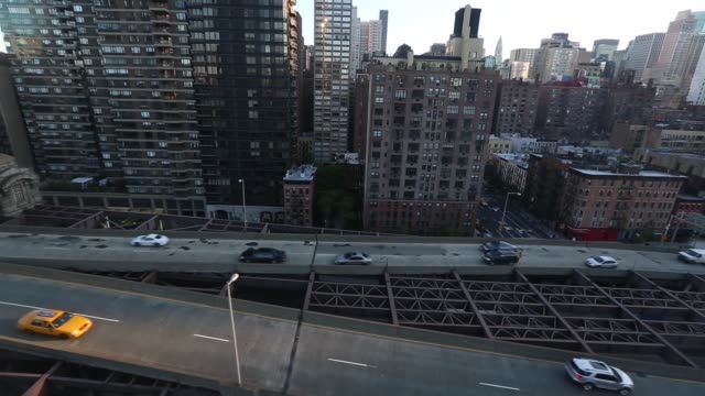 tracking skyline shot of new york, views from the roosevelt island tram. roosevelt island tram offers resident unique commute to and from manhattan... - b roll stock videos & royalty-free footage
