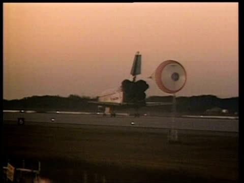 ms tracking space shuttle taxiing down runway and releasing chute, nasa - space shuttle stock videos & royalty-free footage