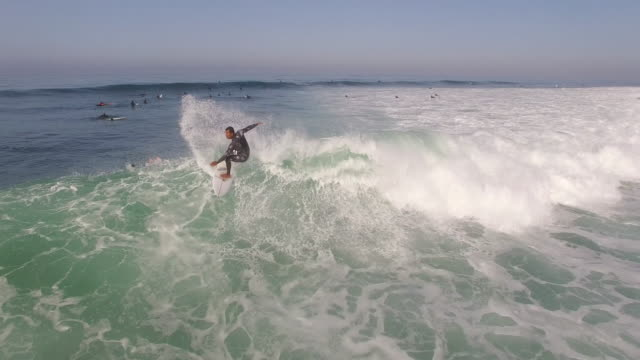 tracking surfer low close, aerial, 4k, 23s, 80of133, surfing, beach, california coast, ocean, waves crashing, wipeout, crash, sea, action sports, epic, stock video sale - drone discoveries llc 4k sports - surfbrett stock-videos und b-roll-filmmaterial