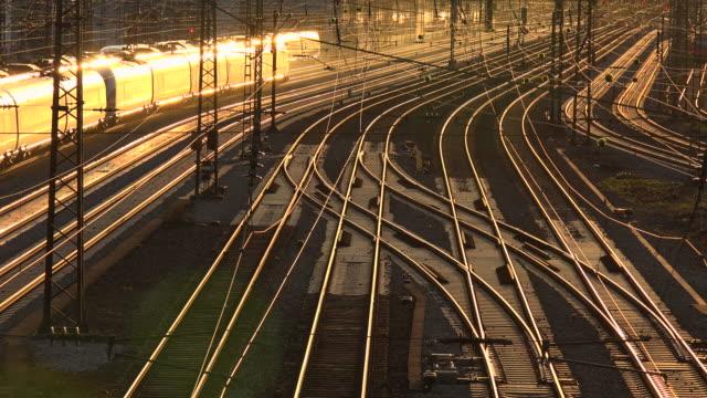 tracks at munich central railway station, munich, bavaria, germany - schienenverkehr stock-videos und b-roll-filmmaterial