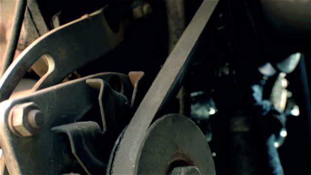 traktor-motorenteile - traktor stock-videos und b-roll-filmmaterial