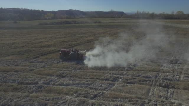 4K: Tractor Fixing Acidic Field.