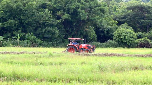 トラクターの田園