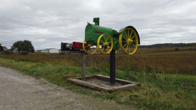 tractor mailbox is seen on the side of the road on october 11, 2019 in newton, iowa. the 2020 iowa democratic caucuses will take place on february 3... - mailbox stock videos & royalty-free footage