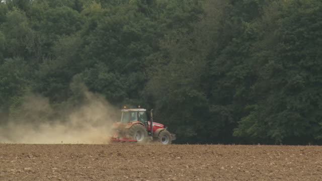 WS Tractor plowing field / Namur, Belgium