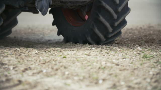 Traktor Räder auf Feld