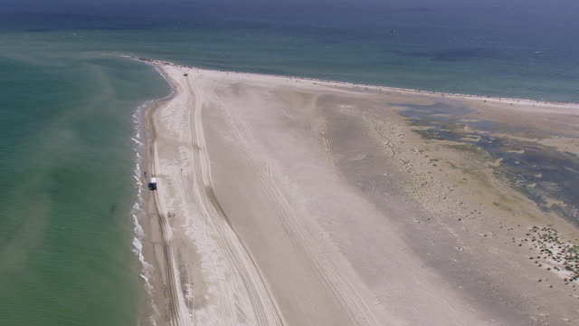 ws aerial tractor with passenger trolley moving on beach / nordjylland, denmark - trolleybus stock-videos und b-roll-filmmaterial