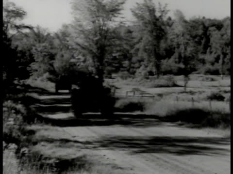 tractors pulling cannons on road light armored tanks driving on pathway trees vs infantry soldiers walking on roads trucks carrying soldiers soldiers... - artiglieria video stock e b–roll
