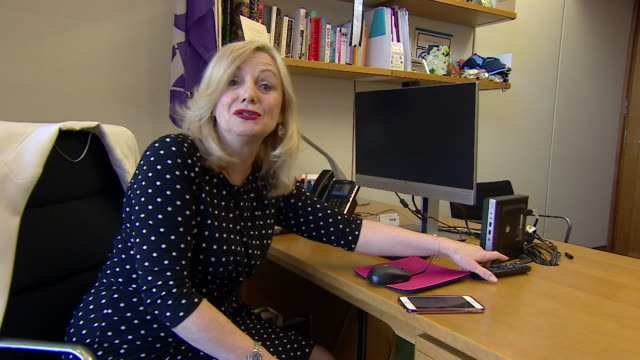 tracy brabin mp packs up her office has parliament goes on recess during the coronavirus pandemic - packing stock videos & royalty-free footage