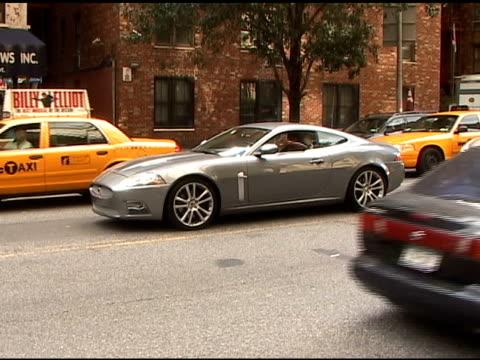 vídeos y material grabado en eventos de stock de tracy morgan in the upper east side at the celebrity sightings in new york at new york ny - tracy morgan