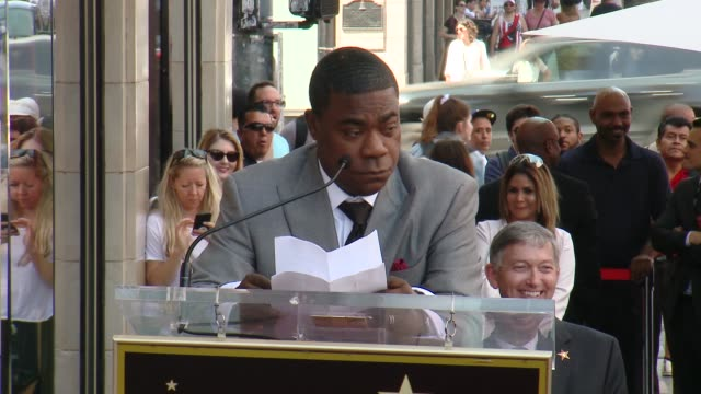 vídeos y material grabado en eventos de stock de speech tracy morgan on growing up poor and all the people who have supported him at the tracy morgan honored with a star on the hollywood walk of... - tracy morgan