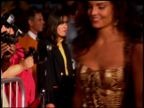 stockvideo's en b-roll-footage met tracy scoggins at the premiere of 'the river wild' at grauman's chinese theatre in hollywood, california on september 25, 1994. - mann theaters