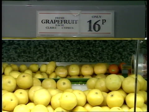 trade figures; rushes not kept nat/5.40 not shotlisted italy = rai england, london grapes, grapefruit and cox apples on sale in supermarket interview... - spokesman stock videos & royalty-free footage