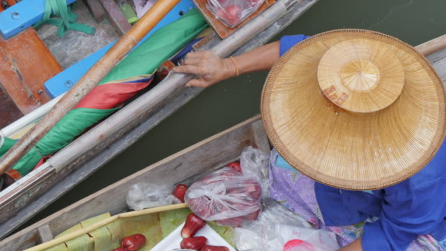 Trader on boat at Damnoen Saduak Floating Markets, Bangkok, Thailand, Southeast Asia, Asia