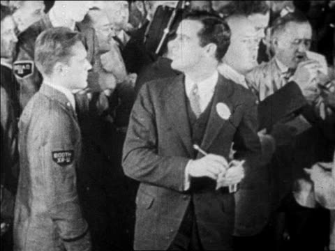 vídeos de stock e filmes b-roll de b/w 1929 trader walking off screen in busy stock exchange / newsreel - fato completo