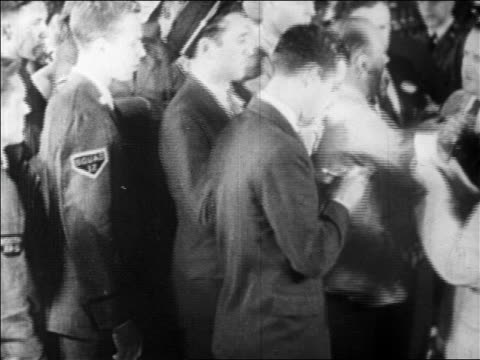 vídeos de stock e filmes b-roll de b/w 1929 trader writing turning around to look up on crowded floor of stock exchange / newsreel - fato completo