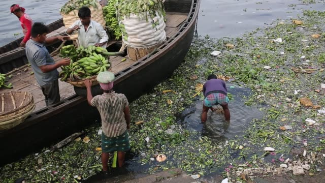 traders are busy with carry vegetable market in the bank of the buriganga river in dhaka , bangladesh. the chemical waste of mills and factories,... - raw footage stock videos & royalty-free footage
