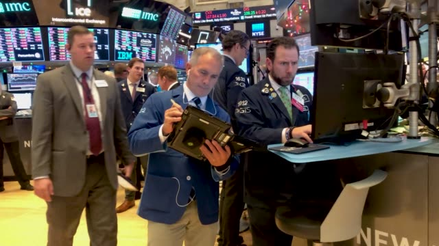 traders work on the floor of the new york stock exchange after the federal reserve board chairman jerome powell held a news conference on december 19... - federal reserve stock videos & royalty-free footage
