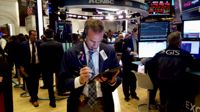 traders work on the floor of the new york stock exchange on august 05 2019 in new york city the dow fell over 700 points on monday over fears of a... - new york stock exchange bildbanksvideor och videomaterial från bakom kulisserna