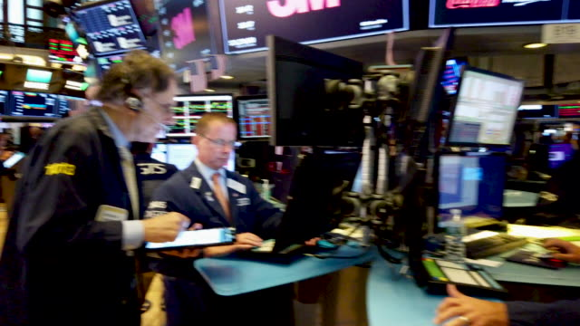 traders work on the floor of the new york stock exchange on august 05, 2019 in new york city. the dow fell over 700 points on monday over fears of a... - new york stock exchange stock videos & royalty-free footage