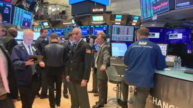 traders work on the floor of the new york stock exchange on march 02, 2020 in new york city. stocks were up slightly in morning trading following a... - trading stock videos & royalty-free footage