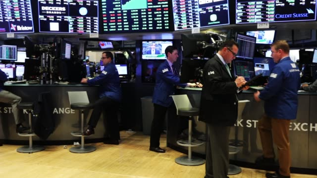 traders work on the floor of the new york stock exchange on may 30 2018 in new york city following yesterday's decline the dow jones industrial... - market trader stock videos & royalty-free footage