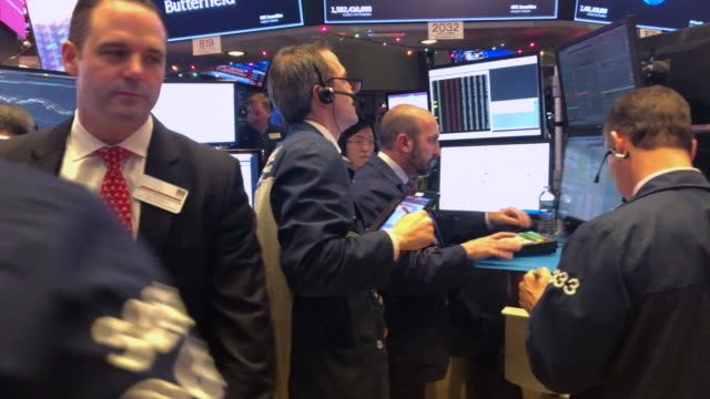 traders work on the floor on the new york stock exchange . - new york stock exchange stock videos & royalty-free footage