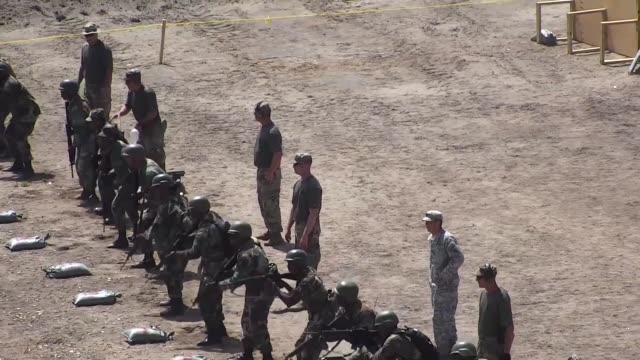 vídeos y material grabado en eventos de stock de tradewinds 2018 started with caribbean nations preparing to go to the firing range by drawing weapons reflexive fire training took place on the range... - regimiento
