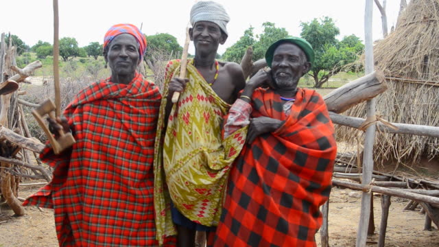 ms tradition old men dancing / lower omo valley, ethiopia - 先住民文化点の映像素材/bロール