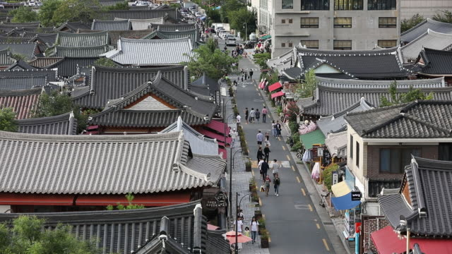 traditional and modern architecture in jeonju south korea on friday sept 13 2019 - korea stock-videos und b-roll-filmmaterial