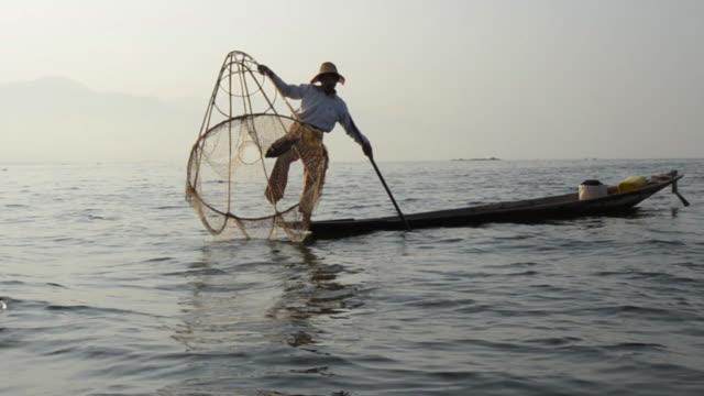 ms traditional bamboo fisherman fishing on inle lake / nyaungshwe, shan state, myanmar - myanmar stock videos & royalty-free footage