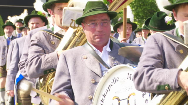 traditional bavarian costume parade - ブラスバンド点の映像素材/bロール