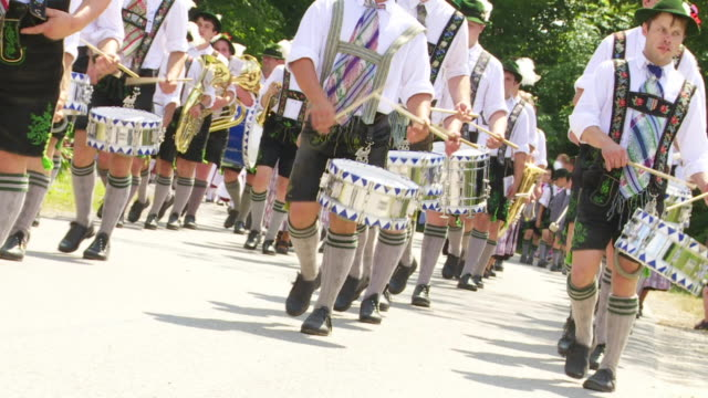 traditional bavarian costume parade - 音楽隊点の映像素材/bロール