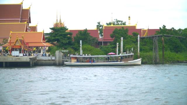 クレット島への旅行のための伝統的なボート - ノンタブリー県点の映像素材/bロール